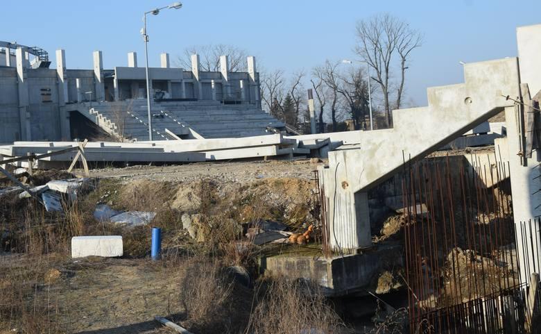 W najbliższych dniach mają ruszyć prace na stadionie przy ulicy Struga 63. Miejski Ośrodek Sportu i Rekreacji podpisał właśnie aneks do umowy dotyczącej