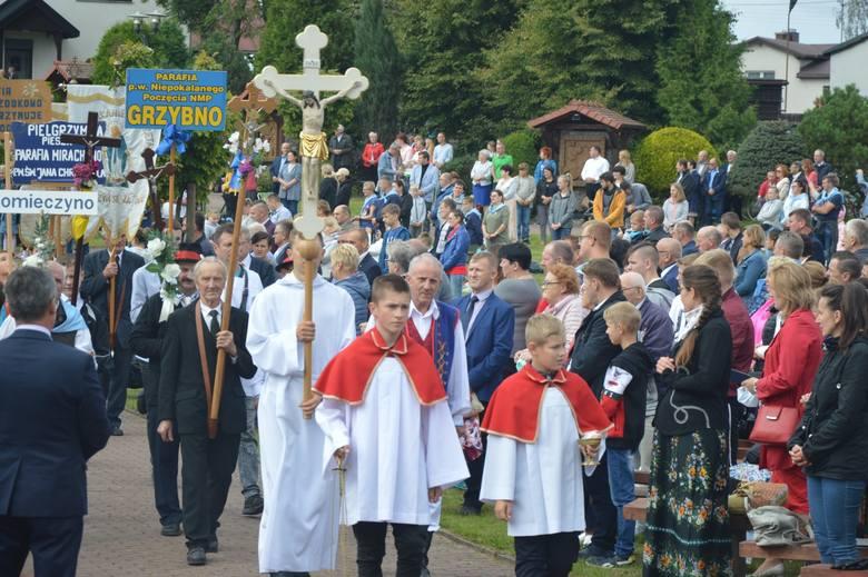 Tłumy wiernych przybyły na wrześniowy Odpust Narodzenia Najświętszej Maryi Panny w Sianowie. Zdjęcia