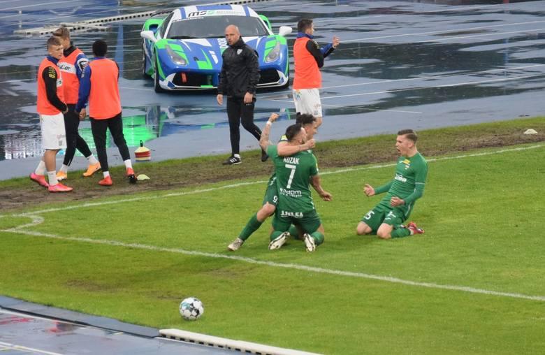 W 30 kolejce Fortuna 1 Liga, Radomiak Radom pokonał Sandecję Nowy Sącz.Radomiak - Sandecja 3:0 (1:0)Bramki:  1:0 Dominik Sokół 23, 2:0 Leandro Rossi