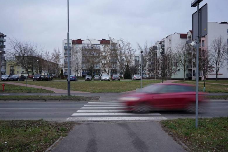 Do tragicznego wypadku na os. Batorego w Poznaniu doszło 9 stycznia 2019 roku. Jakub zmarł po dwóch dniach w szpitalu, jego dziewczyna Ania do tej pory nie wróciła do pełni sił. Oskarżony kierowca Mariusz G. nie przyznaje się do winy.