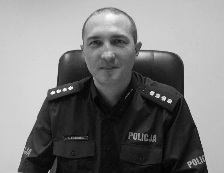 Nadkomisarz Krzysztof Skowron służbę w Policji rozpoczął w 1994 roku. Był absolwentem Wyższej Szkoły Policji w Szczytnie oraz Uniwersytetu Śląskiego