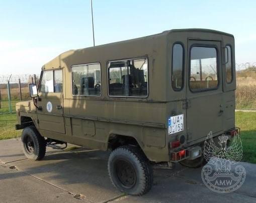 Samochód ciężarowo-osobowy wysokiej mobilności TARPAN 4012Ilość:1NR fabryczny:SUR032800635FSRRok produkcji:1993Cena:4 000