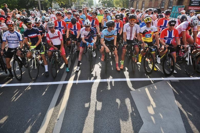 W Poznaniu na ul. Bukowskiej rozpoczęły się w niedzielę zmagania kolarzy o tytuł amatorskiego mistrza świata. W imprezie UCI Grand Fondo bierze udział