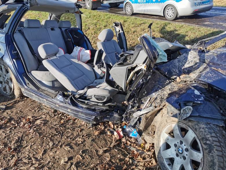 Do zdarzenia doszło w sobotę niedaleko miejscowości Lipiny (gm. Oleszyce) w pow. lubaczowskim. Kierujący BMW na łuku drogi stracił panowanie nad pojazdem,