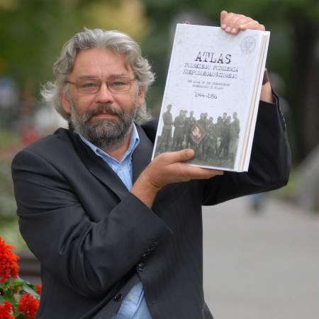 - Atlas tworzyło wielu autorów, wśród których miałem zaszczyt się znaleźć. Szkoda, że z uwagi na dosłowną wagę przedsięwzięcia - książka waży cztery