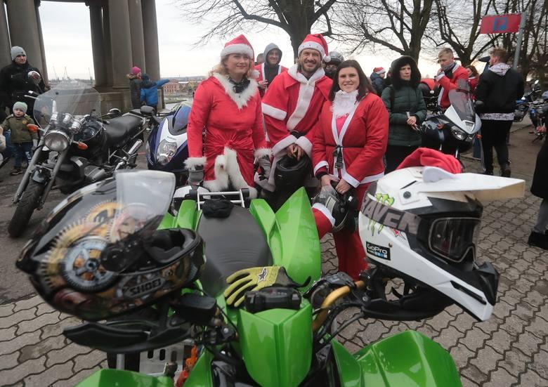 Motomikołaje 2019. Kolejna taka akcja. Motocykliści przywieźli prezenty do szpitala w Zdrojach [ZDJĘCIA, WIDEO]