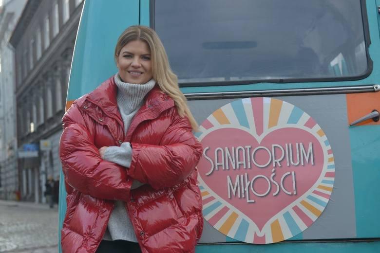 W 1. sezonie programu za jeden odcinek Manowska zarabiała kwoty rzędu 8-10 tysięcy złotych.