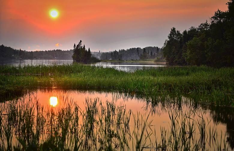 Przeszukaliśmy oferty sprzedaży domów nad jeziorami, w bliskiej okolicy i w miejscowościach turystycznych. Zobaczycie, że ceny padają od kilkudziesięciu