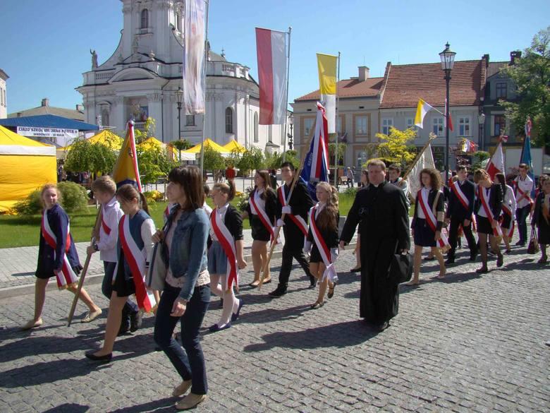 Urodziny Karola Wojtyły, papieża Jana Pawła II, to dla Wadowic dzień szczególny. Na zdjęciach zlot szkół papieskich.