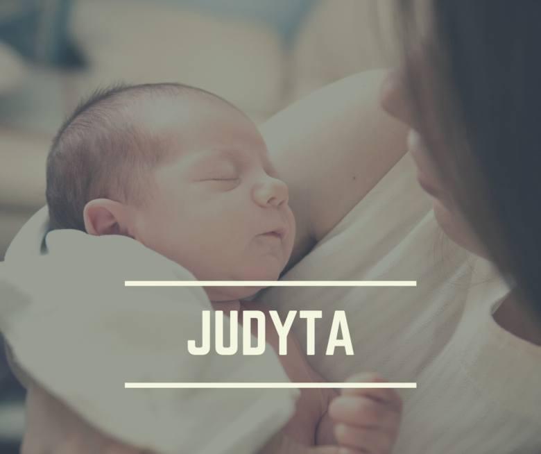 """Imię Judyta tłumaczy się jako """"chwalona"""" oraz """"mieszkanka Judei"""". Judyta była córką Merariego z pokolenia Symeona."""