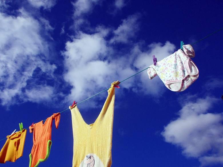 Inspektorzy zakwestionowali 126 partii odzieży dziecięcej (38,18 proc.). W 79 ubraniach (23,94 proc.) wykryli niezgodne z przepisami i niebezpieczne
