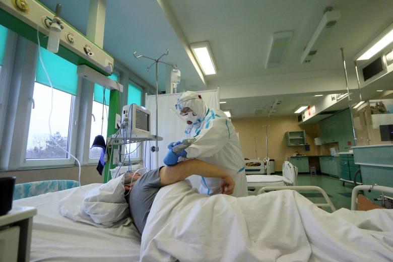 Pacjent po Covid-19 wciąż choruje. Z jakimi dolegliwościami najczęściej zgłaszają się do lekarzy? Na liście są bardzo poważne schorzenia: fizyczne i