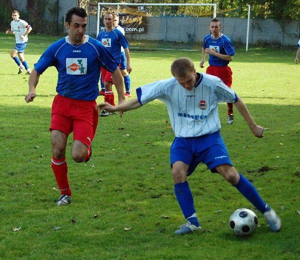 Strumyk Malawa rozgromil IgloopolPilkarze Strumyka Malawa (niebiesko - czerwone stroje) rozgromili Igloopol Debica 4-0.