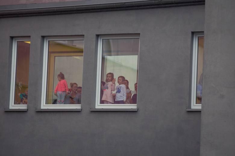 Mikołaj w mundurze odwiedził Uniwersytecki Dziecięcy Szpital Kliniczny w Białymstoku