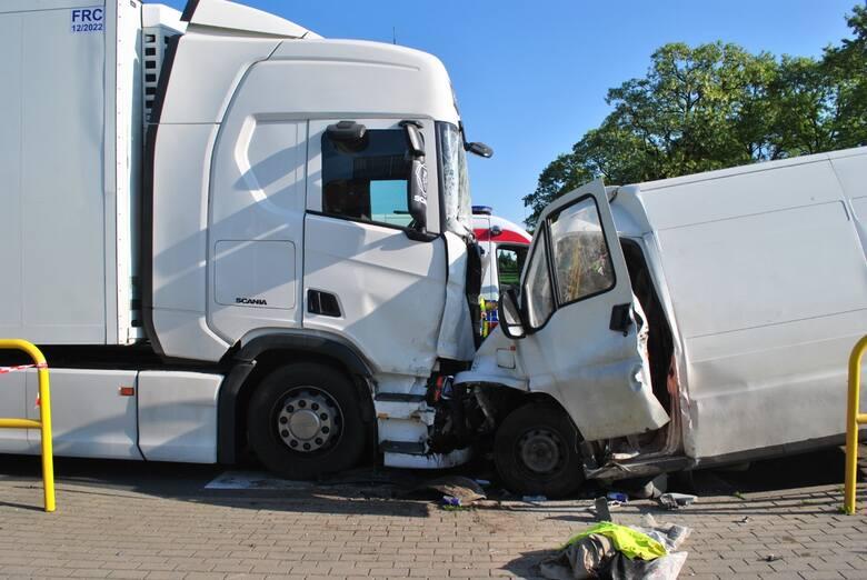 Do wypadku doszło o godz. 5.46 na ul. Niezłomnych w Mogilnie