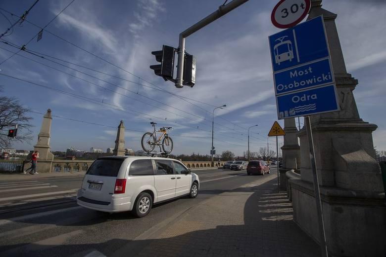 Wybrana latem ubiegłego roku PBW Inżynieria z Wrocławia przygotowała kilka wariantów przebudowy mostów Osobowickich tak, aby pogodzić interesy kierowców,
