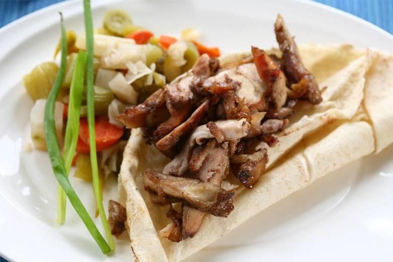 Na podstawie opinii użytkowników portalu pyszne.pl przygotowaliśmy ranking najlepszych kebabów w Toruniu. W zestawieniu liczyła się nie tylko ilość gwiazdek,