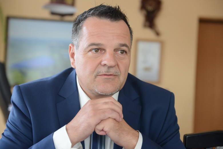 Wójt Robert Sidoruk, uważa że zagrożone były gminne inwestycje