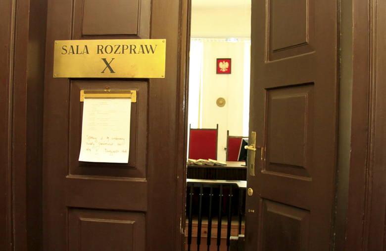 9 osób przed lubelskim sądem za fałszowanie lub kupowanie świadectw maturalnych