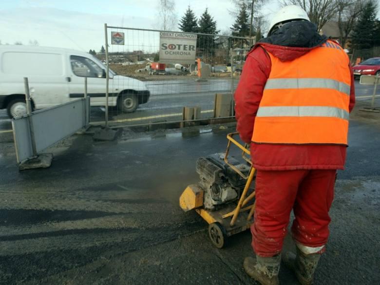 Czytelnik: asfalt na ulicy Wita Stwosza w Rzeszowie to jedna wielka łata!