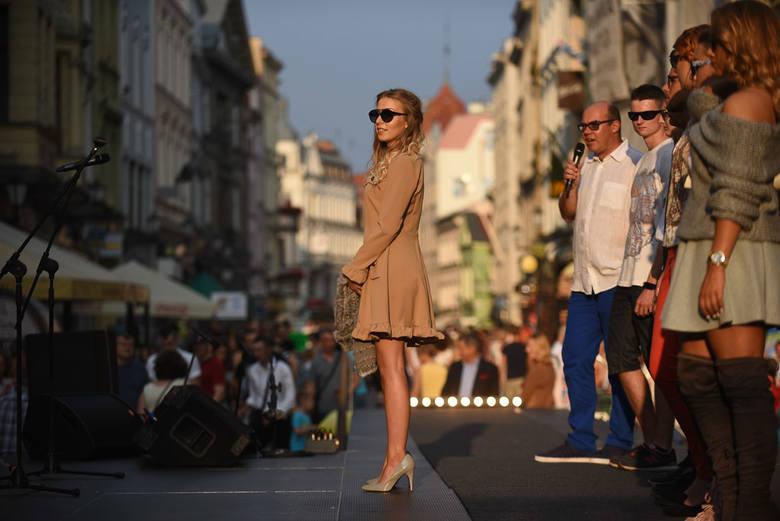 To już tradycyjna. W sobotę odbyło się święto Ulicy Szerokiej w Toruniu. Zobacz, jak bawili się mieszkańcy grodu Kopernika.Pogoda na dzień (11.09.2016)