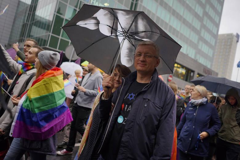 Jacek Jaśkowiak już od kilku lat regularnie bierze udział w organizowanych w Poznaniu Marszach Równości. Pierwszy raz na paradzie pojawił się w 2015