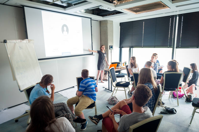 Mądrzy Cyfrowi - program dla nastolatków kształtujący odpowiedzialne postawy społeczne z wykorzystaniem nowych technologii