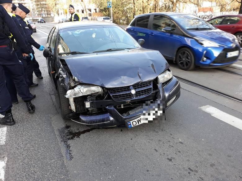 Wrocław: Pijany kierowca staranował auta. Obława w mieście