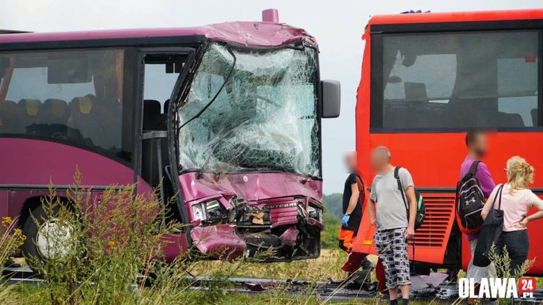Wypadek autobusów pod Oławą. Kilkadziesiąt osób rannych