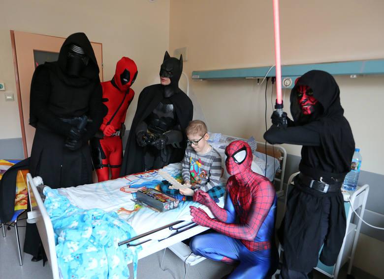 Szczecińska Liga Superbohaterów odwiedziła szpital przy Unii Lubelskiej