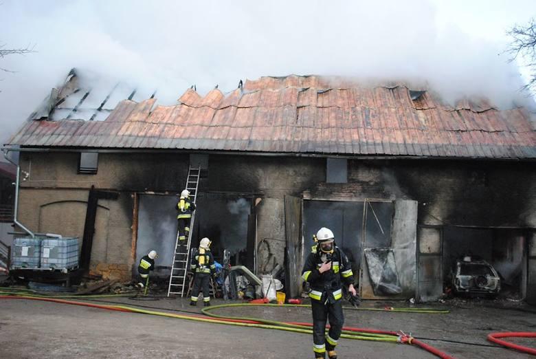 Pożar warsztatu samochodowego. Interweniowali strażacy