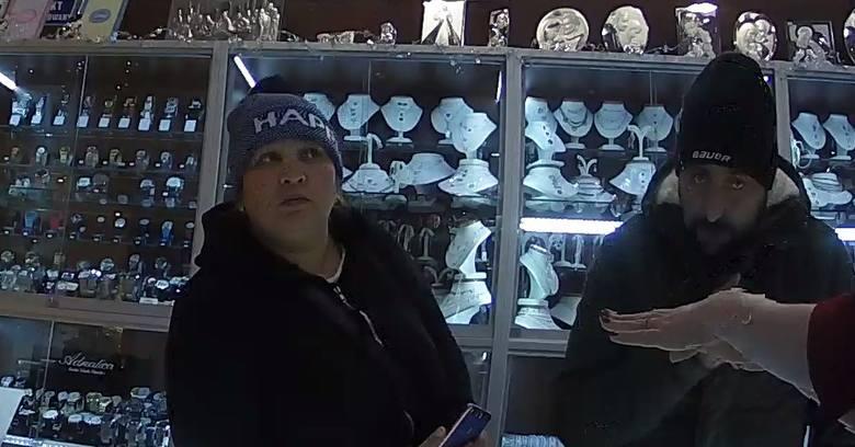 Dwie osoby okradły sklep z biżuterią w Białymstoku