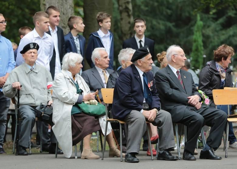 Apel pamięci na Cmentarzu Centralnym w Szczecinie, Pomnik Polskiego Państwa Podziemnego i Armii Krajowej. 73 rocznica powstania Narodowych Sił Zbrojnych,