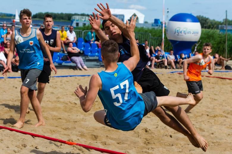 Młodzieżowe MP w plażowej piłce ręcznej w Szczecinie.