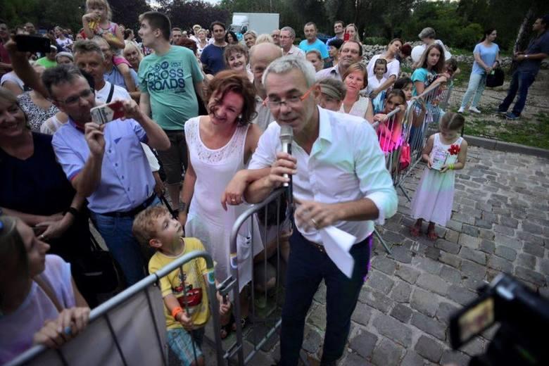 """Gościem podczas ostatniego koncertu był Robert Janowski, znany z telewizyjnego programu """"Jaka to melodia?""""."""