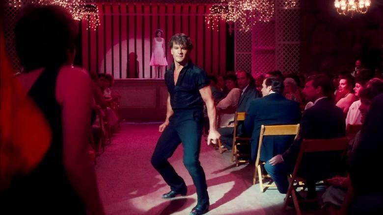 13. Dirty Dancing (1987)Film wyreżyserowany przez Emile Ardolino to pozycja, która rozgrzewa publiczność nawet po 30 latach od premiery. Baby podczas