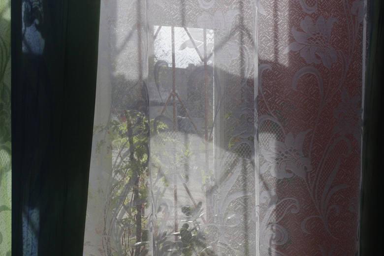 Fetor zatruwa życie lokatorce z Młynarskiej w Łodzi. Fekalia zalewają jej mieszkanie [ZDJĘCIA]