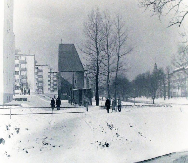 Bulwar nad Słupią zimą na przełomie 1978/79.