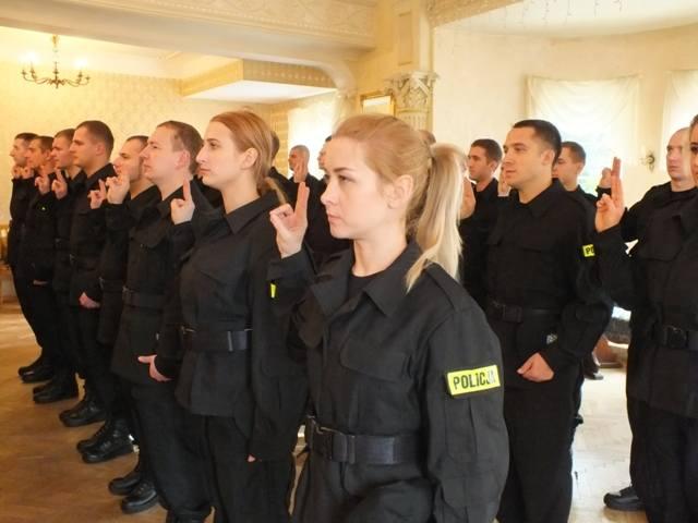 Wśród nowych policjantów jest 9 kobiet.