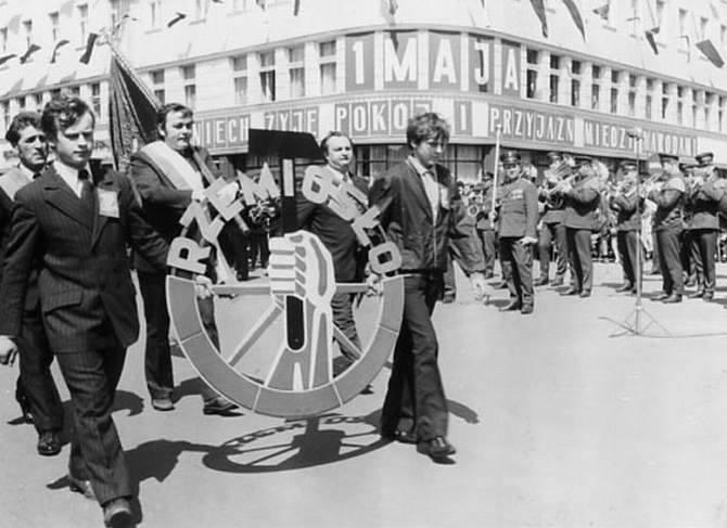 """1 Maja 1973 roku. """"Niech żyje pokój i przyjaźń między narodami"""""""