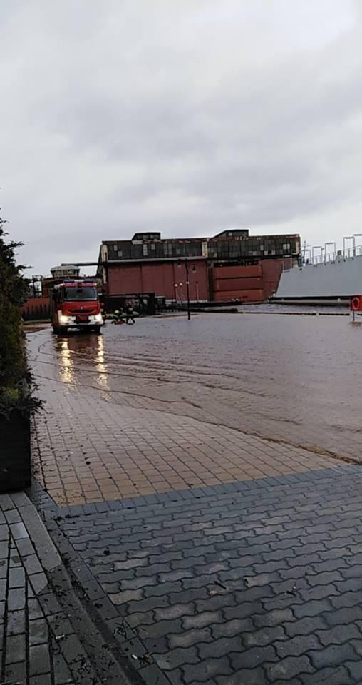 Podtopiony port w Ustce.