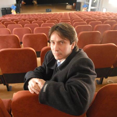 Tomasz Furtak, absolwent Wyższej Szkoły Pedagogicznej w Zielonej Górze, żona: Mariola, dzieci: Klaudia i Łukasz (17 i 13 lat), hobby: muzyka, podróże,