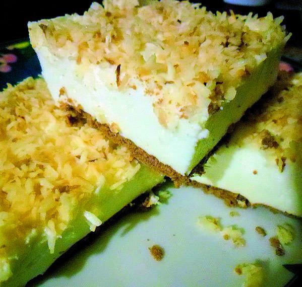 Ciasto bez pieczenia: śnieżny puchPrzepis Koła Gospodyń z BiałkiSkładniki20 dag herbatników kakaowych ok 1 kg sera mielonego z wiaderka 2 śnieżki w proszku