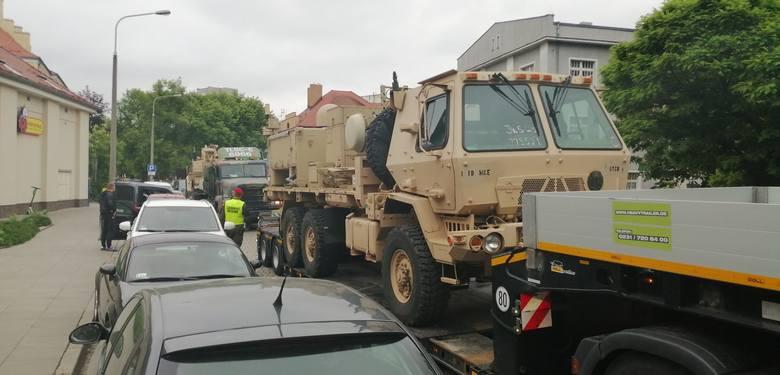 Amerykańskie wojska mają problemy na poznańskich ulicach. W czwartek rano wojskowy samochód z naczepą na skrzyżowaniu ulic Bukowskiej i Polnej uderzył