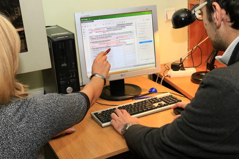 Do tej pory podatnik mógł wybrać, czy opłacając fakturę zastosuje mechanizm podzielonej płatności. Od 1 listopada split payment będzie obowiązkowy w