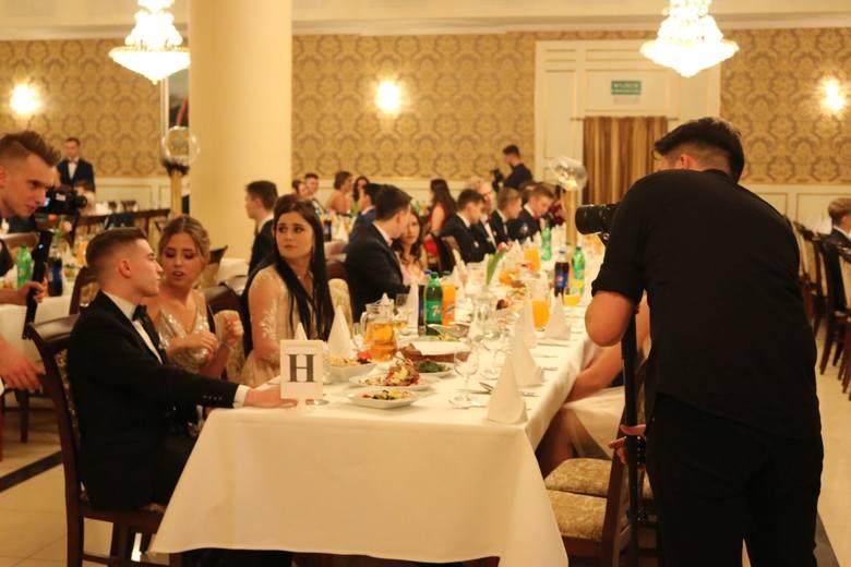 Z 9 na 10 lutego 2019 roku - ta noc należała do maturzystów z XI Liceum Ogólnokształcące im. Rotmistrza Witolda Pileckiego w Białymstoku. Młodzież wraz