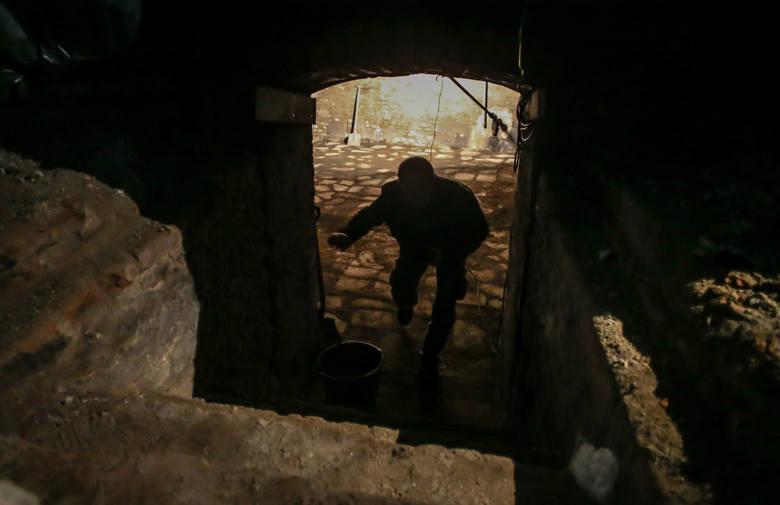 Kilkanaście dni temu podczas prac remontowych i konserwatorskich udało się znaleźć wejście do krypty ukrytej pod średniowiecznym baptysterium w świętej Brygidzie