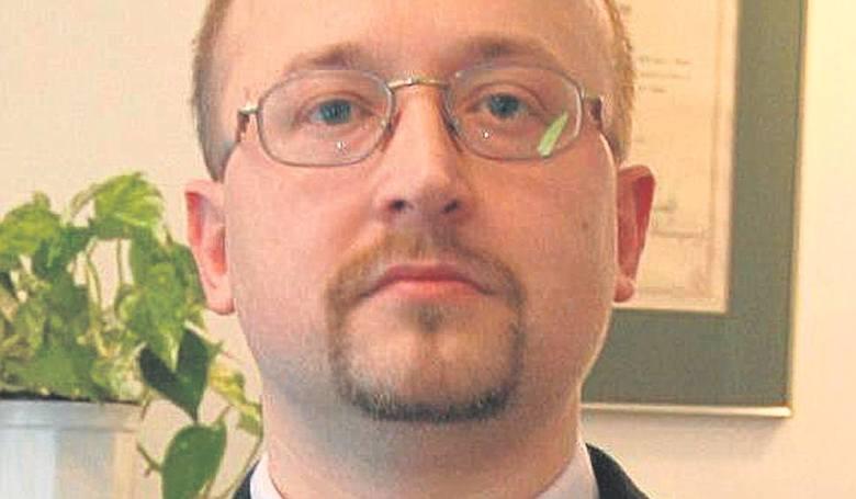Dr Paweł Chrzan, prezez OIA: Małe przychodnie powstają tylko po to, aby skupować leki [ROZMOWA]