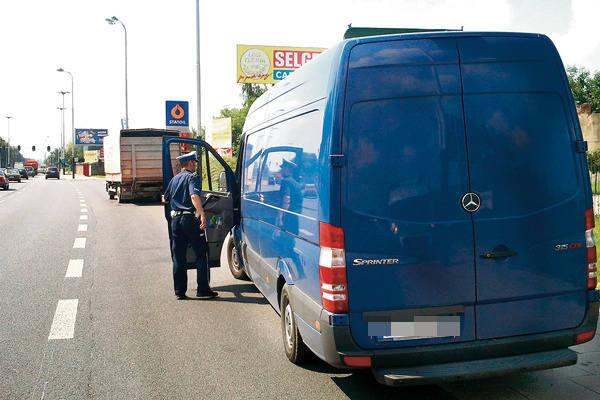 Policjanci kontrolowali wczoraj pojazdy między innymi na ul. Pabianickiej.