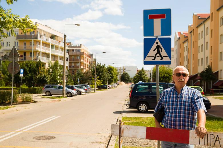 Andrzej Grabowski uważa, że podczas budowy trasy niepodległości powinien być zapewniony przejazd chociażby przez ul. Szarych Szeregów. - Nie trzeba byłoby jechać dookoła - mówi.